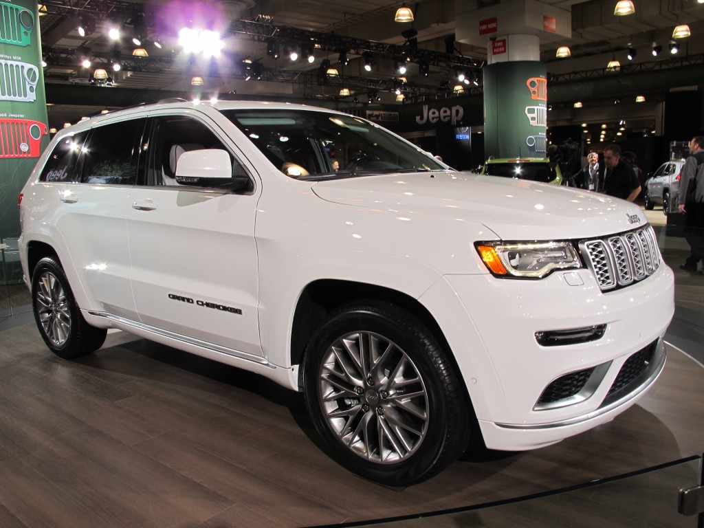 The 2017 Grand Cherokee Trailhawk Goes After the Toyota ...