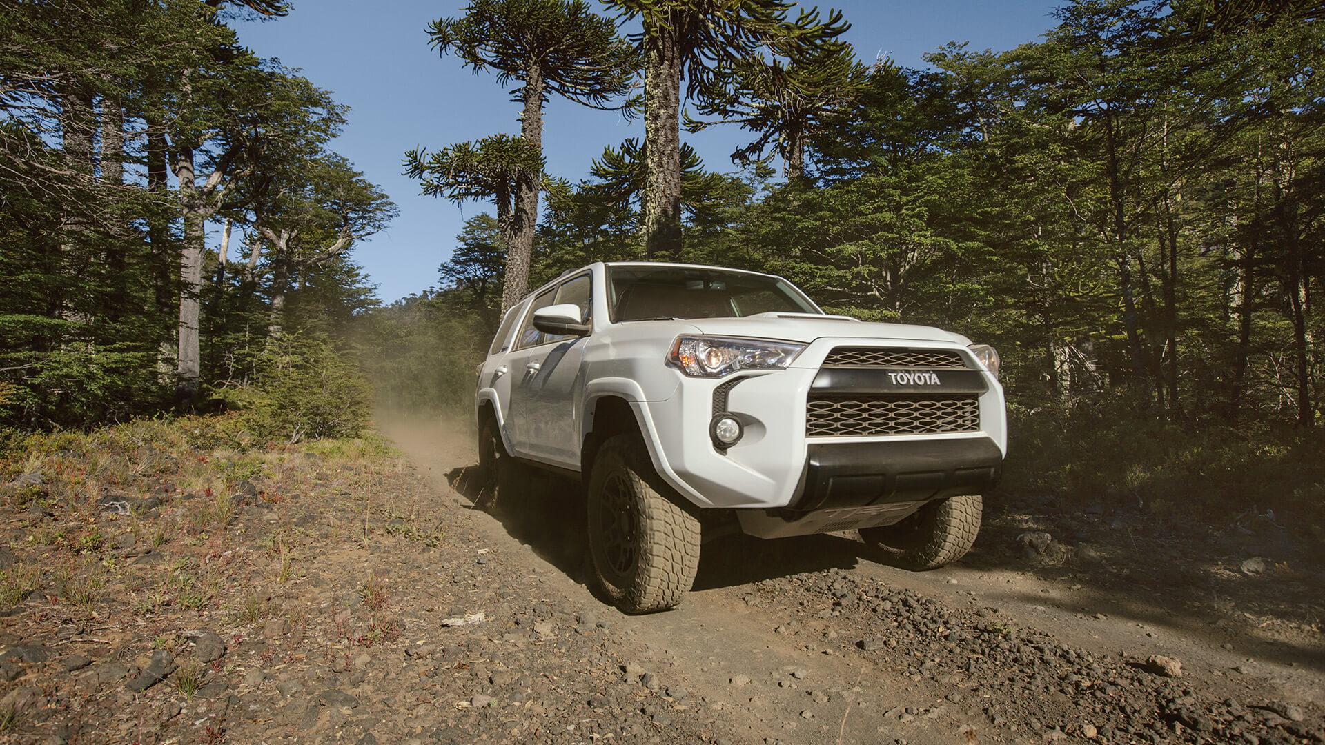 2016 Toyota 4Runner Dirt road