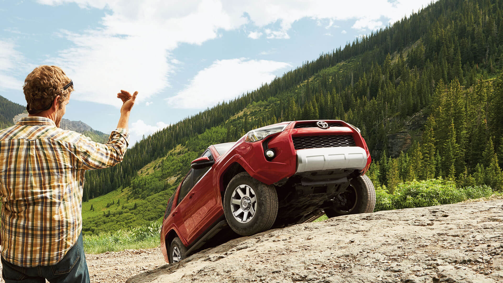 2016 Toyota 4Ruuner climbing