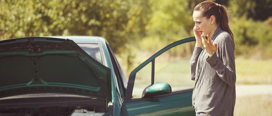 breakdown-cover-girl-phone-car