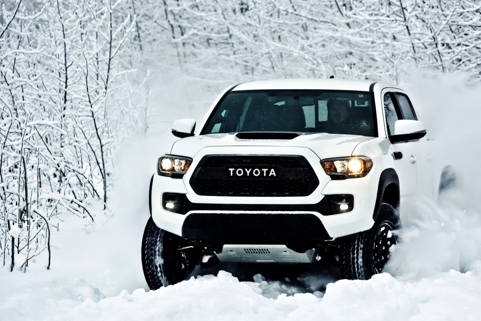2017-toyota-tacoma-trd-pro-is-a-small-but-extreme-off-road-pickup_11