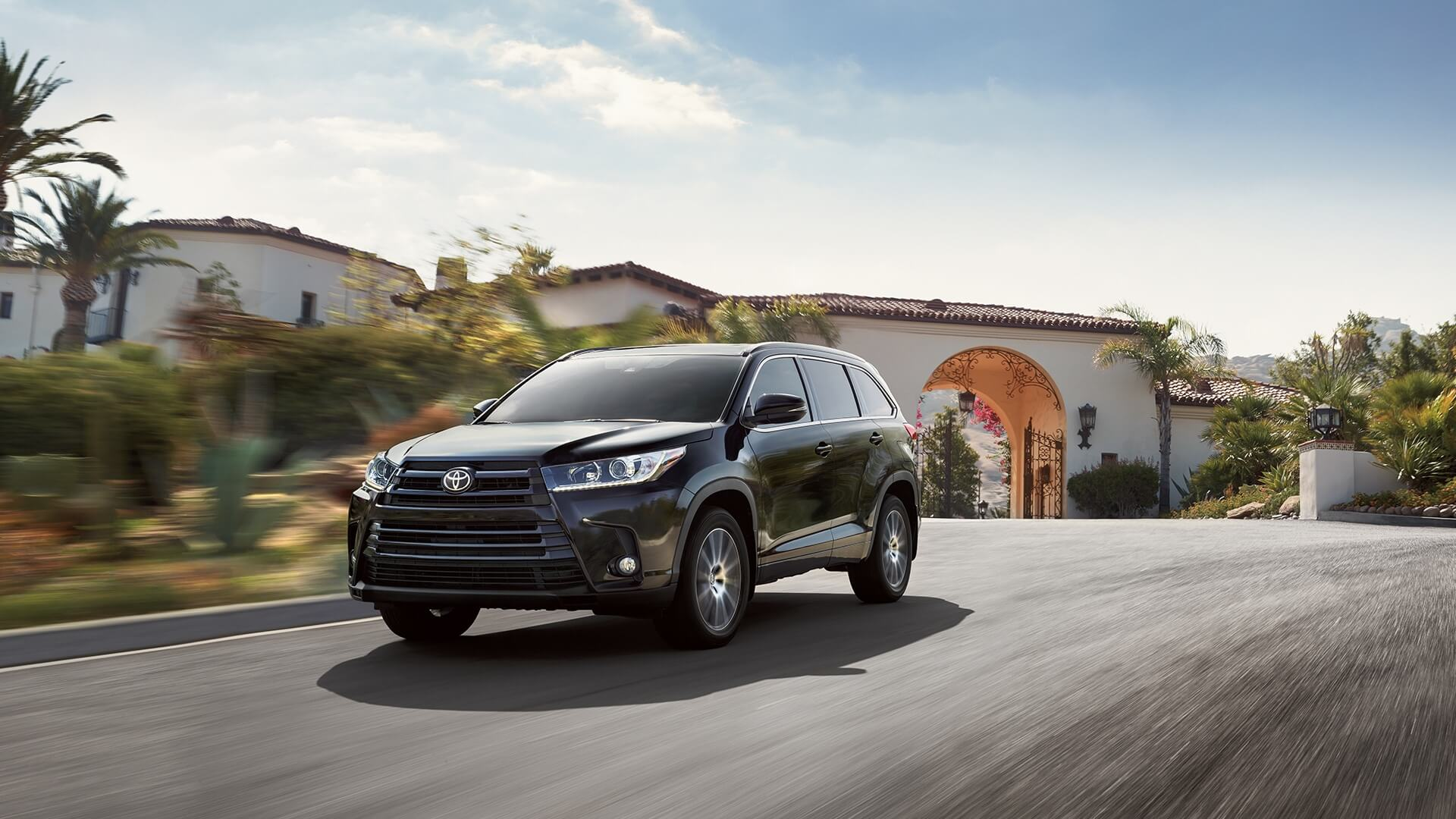2017 Toyota Highlander Driving