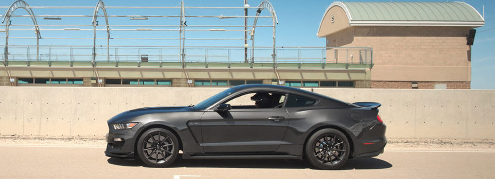 2017 Ford Mustang Side