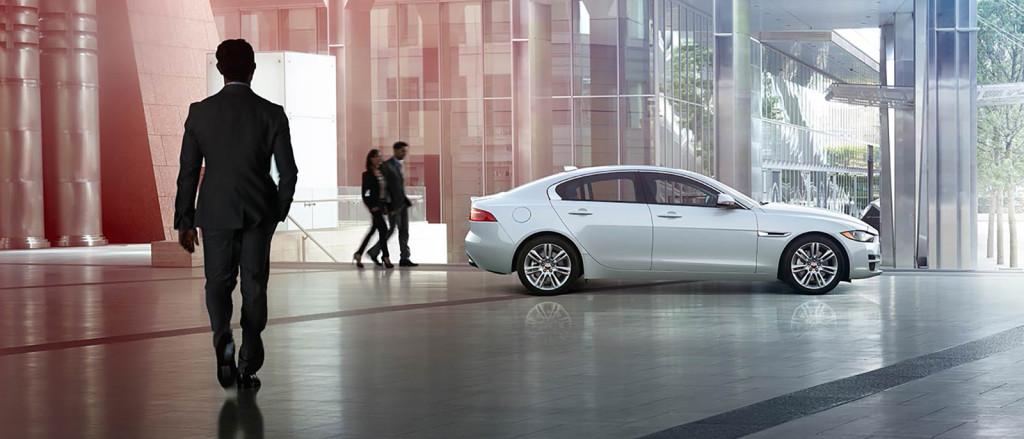 2017-Jaguar-XE Inside