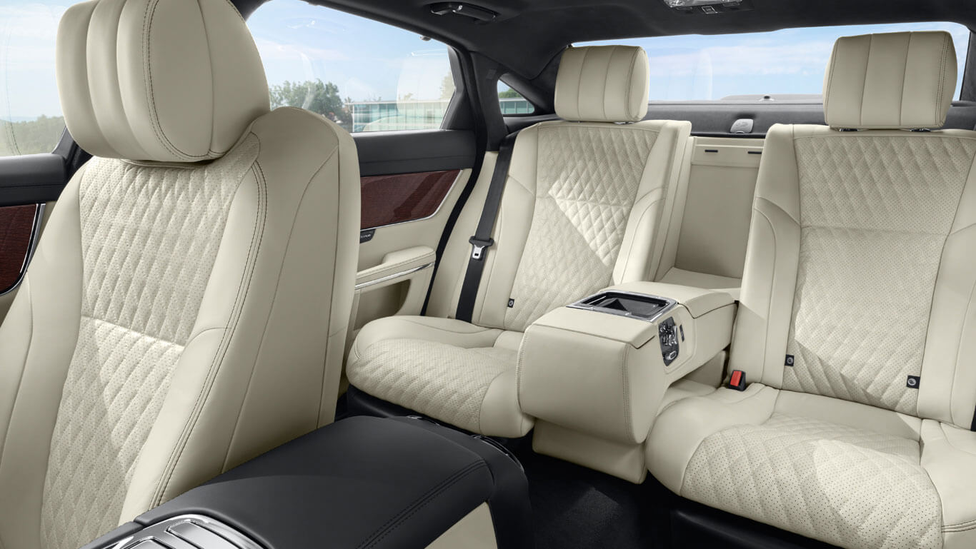 2016 Jaguar XJ interior