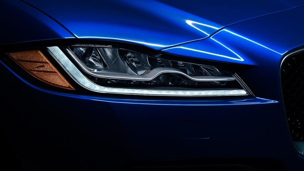2017 Jaguar F-Pace Headlight
