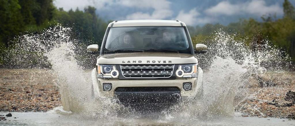 2016 Land Rover LR4 Slider in river