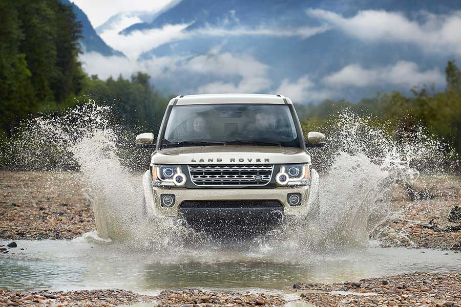 2016 Land Rover LR4 reviews