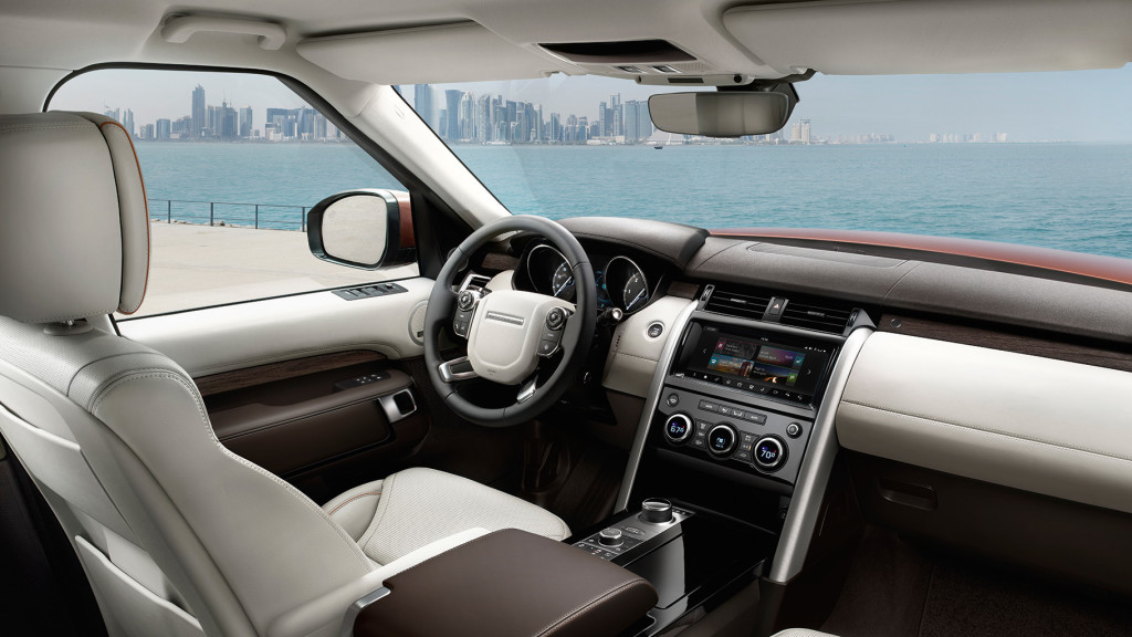 https://di-uploads-pod6.s3.amazonaws.com/landroverwestchester/uploads/2016/11/2017-Land-Rover-Discovery-interior-1024x576.jpg
