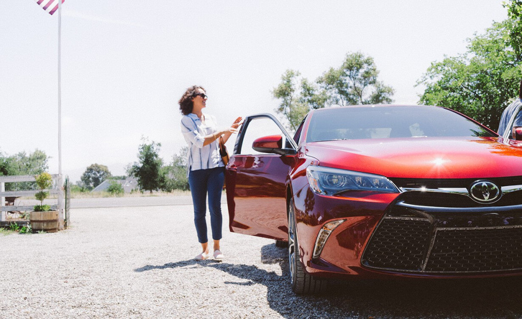 2016 Toyota Camry Hybrid exterior
