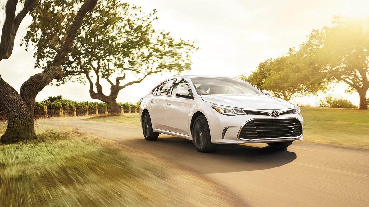 2016 Toyota Avalon driving